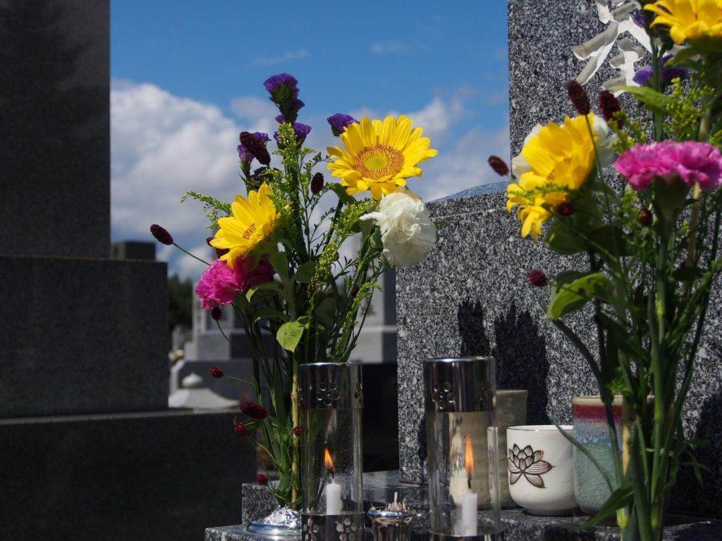 お花を供える際のマナーやポイント